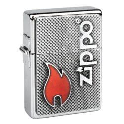 Zapalovač Zippo Flame LE 1000pcs-Benzínový zapalovač Zippo Flame Limited Edition 2018 se sériovým číslem 645 v limitované edici 1000 kusů. Zapalovač Zippo je v chromovém leštěném provedení a čelní stranu zapalovače zdobí 3D plaketa s logem Zippo a plamenem. Na zadní straně najdeme vypískovaný text Collectible of Year 2018 se sériovým číslem zapalovače. Zapalovač je dodávaný v originální dárkové krabičce s logem. Zapalovače Zippo nejsou při dodání naplněné benzínem. Správné fungování zapalovače zajistíte originálním příslušenstvím: benzín Zippo 3141 Fluid, kamínky Zippo Flint, knoty Zippo Wick a vata do zapalovače Zippo.