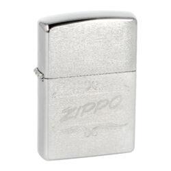 Zapalovač Zippo 96792, broušený-Benzínový zapalovač Zippo 96792 60003404. Kvalitní zapalovač Zippo v chromovém broušeném provedení má přední stranou zdobenou gravírovaným ornamentem a logem Zippo. Boční strany zapalovače jsou naopak v lesklém chromu. Zapalovač je dodávaný v originální krabičce s logem. Zapalovače Zippo nejsou při dodání naplněné benzínem. Originální příslušenství benzín Zippo, kamínky, knoty a vata do zapalovače Zippo, zajistí správné fungování benzínové zapalovače. Na mechanické závady zapalovače poskytuje Zippo doživotní záruku. Tuto záruku můžete uplatnit přímo u nás. Zapalovače jsou vyrobené v USA, Original Zippo® Bradford.