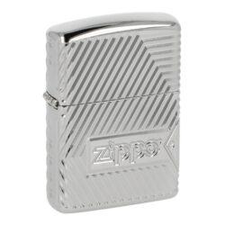 Zapalovač Zippo 167 Zippo Bolts Design, leštěný-Benzínový zapalovač Zippo 167 Zippo Bolts Design. Zapalovač řady Armor® je v leštěném chromovém provedení s bohatě zdobeným gravírovaným povrchem, nýty, logem Zippo a na boční straně známým červeným plamenem. Schránka zapalovačů řady Armor® je vyráběná z 1,5x silnějšího kovu, než je běžné u klasických zapalovačů Zippo. Díky tomuto je možné použít speciální metody zdobení s variabilní hloubkou a tím vytvořit velmi výrazný reliéf. Tato řada tak nabízí velmi luxusní a jedinečné vzory, které jsou tvořené propracovanou 360° technologií MultiCut. Zapalovač je dodávaný v originální dárkové krabičce s logem. Zapalovače Zippo nejsou při dodání naplněné benzínem. Originální příslušenství benzín Zippo, kamínky, knoty a vata do zapalovače Zippo, zajistí správné fungování benzínové zapalovače. Na mechanické závady zapalovače poskytuje Zippo doživotní záruku. Tuto záruku můžete uplatnit přímo u nás. Zapalovače jsou vyrobené v USA, Original Zippo® Bradford.