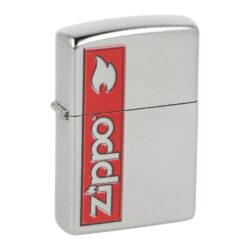 Zapalovač Zippo 207 Zippo, patinovaný-Benzínový zapalovač Zippo 207 Zippo. Kvalitní zapalovač Zippo v opotřebeném provedení je na přední straně zdobený červeným potiskem Zippo. Zapalovač je dodávaný v originální krabičce s logem. Zapalovače Zippo nejsou při dodání naplněné benzínem. Originální příslušenství benzín Zippo, kamínky, knoty a vata do zapalovače Zippo, zajistí správné fungování benzínové zapalovače. Na mechanické závady zapalovače poskytuje Zippo doživotní záruku. Tuto záruku můžete uplatnit přímo u nás. Zapalovače jsou vyrobené v USA, Original Zippo® Bradford.