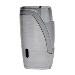 Doutníkový zapalovač Hadson Bachelor, chrom-Doutníkový zapalovač. Tryskový zapalovač na doutníky obsahuje integrovaný vyštípávač. Zapalovač je plnitelný. Doutníkový zapalovač je dodáván v dárkové krabičce. Výška 6,5cm.